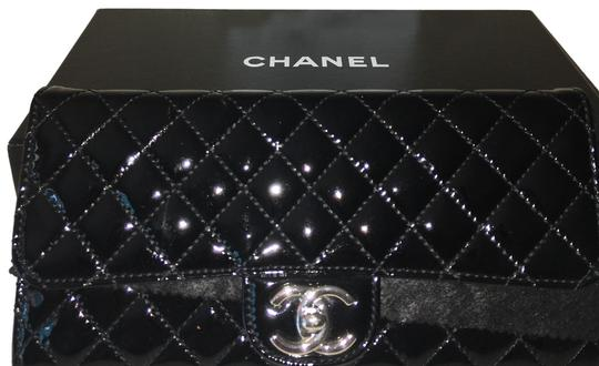 Preload https://img-static.tradesy.com/item/24753434/chanel-east-west-clutch-with-chain-black-patent-leather-clutch-0-1-540-540.jpg