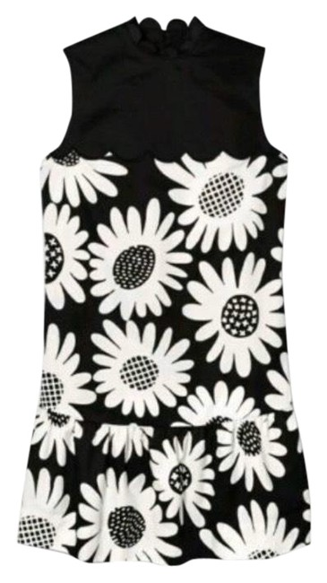 Preload https://img-static.tradesy.com/item/24753534/victoria-beckham-for-target-blackwhite-daisy-drop-waist-scallop-trim-short-casual-dress-size-8-m-0-2-650-650.jpg