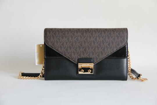 3560eb8aa17f Michael Kors Sloan Envelope Wallet On Chain Signature Brown Black ...