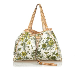 d7f5cd143412 Gucci Flora Collection Bags - Up to 70% off at Tradesy