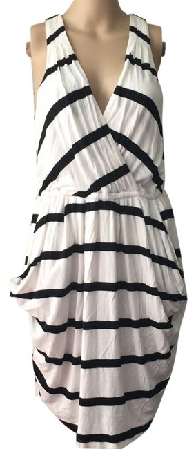 Item - White Mid-length Short Casual Dress Size 4 (S)