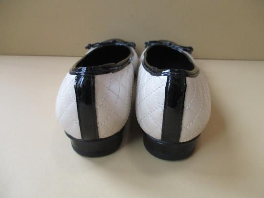 Ros Hommerson Black Patent Quilted Rubber Sole Bow Cream Flats Image 2