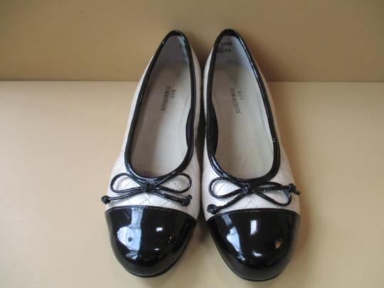 Ros Hommerson Black Patent Quilted Rubber Sole Bow Cream Flats Image 6