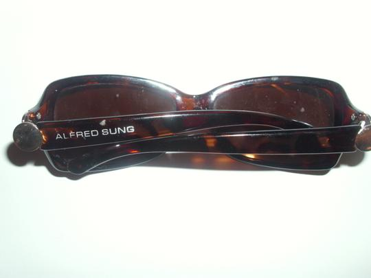 Alfred Sung Alfred Sung sunglasses will have to swap out lenses for prescription Image 1