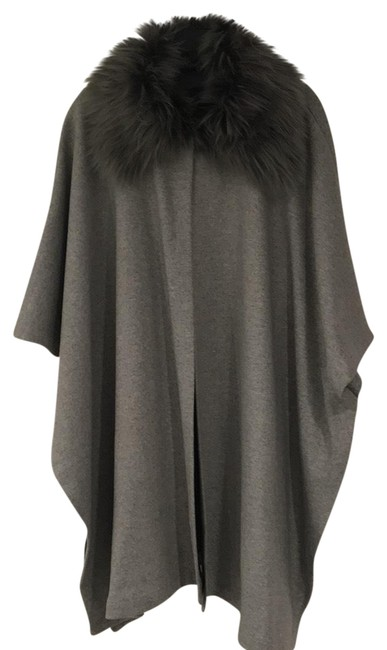 Forever 21 Gray With Faux Fur Trim Poncho/Cape Size 10 (M) Forever 21 Gray With Faux Fur Trim Poncho/Cape Size 10 (M) Image 1