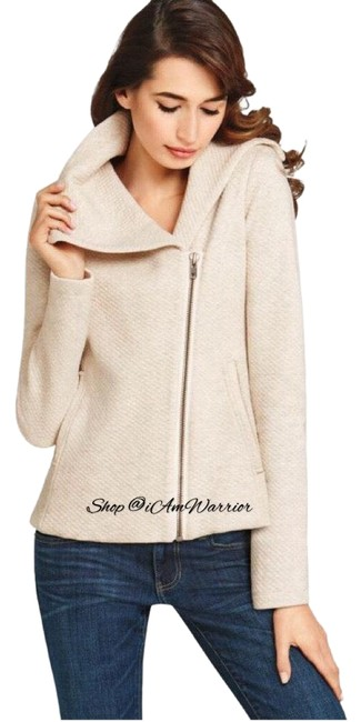 Preload https://img-static.tradesy.com/item/24768765/cabi-oatmeal-cream-quilted-asymmetrical-zip-moto-jacket-size-4-s-0-15-650-650.jpg