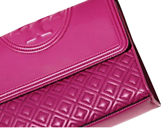 Item - Fleming Small Convertible Fuchsia with Gold Chain Lambskin Leather Shoulder Bag