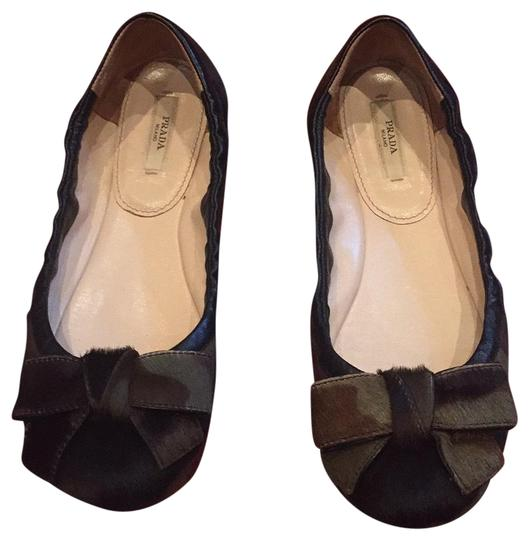 Preload https://img-static.tradesy.com/item/24771487/prada-camouflage-black-and-green-ballerinas-with-bow-flats-size-eu-375-approx-us-75-regular-m-b-0-1-540-540.jpg