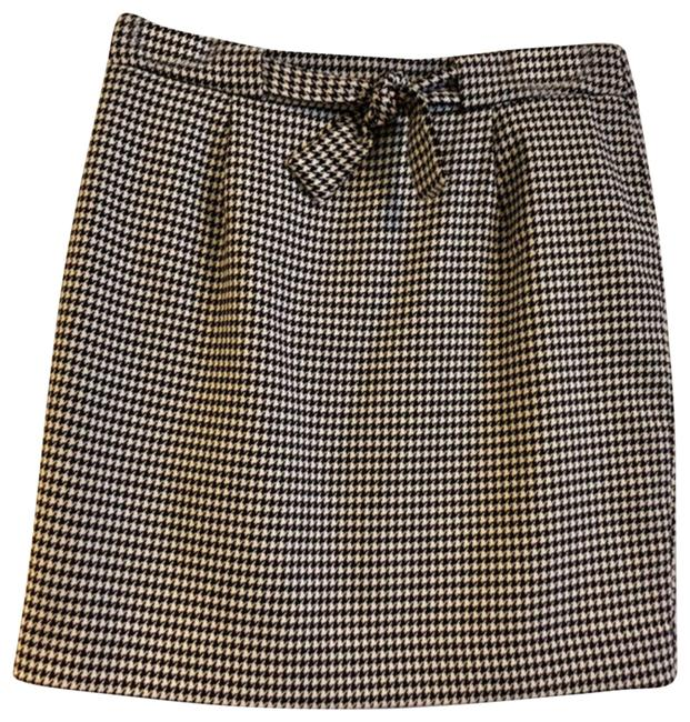 Preload https://img-static.tradesy.com/item/24772710/ann-taylor-loft-black-and-white-houndstooth-pencil-skirt-size-0-xs-25-0-1-650-650.jpg