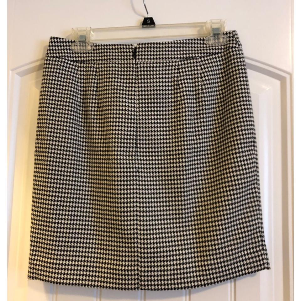 39c4e20bfb Ann Taylor LOFT Black and White Houndstooth Pencil Skirt Size 0 (XS ...