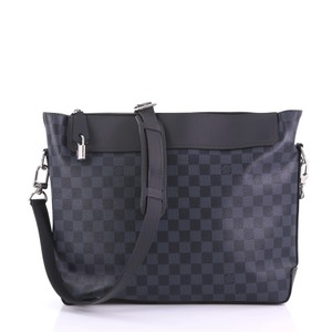 Blue Louis Vuitton Messenger Bags - Up to 90% off at Tradesy 3add08a750557