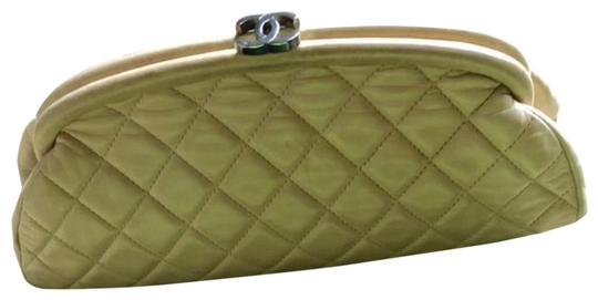 Preload https://img-static.tradesy.com/item/24777187/chanel-clutch-quilted-bag-beige-leather-clutch-0-1-540-540.jpg