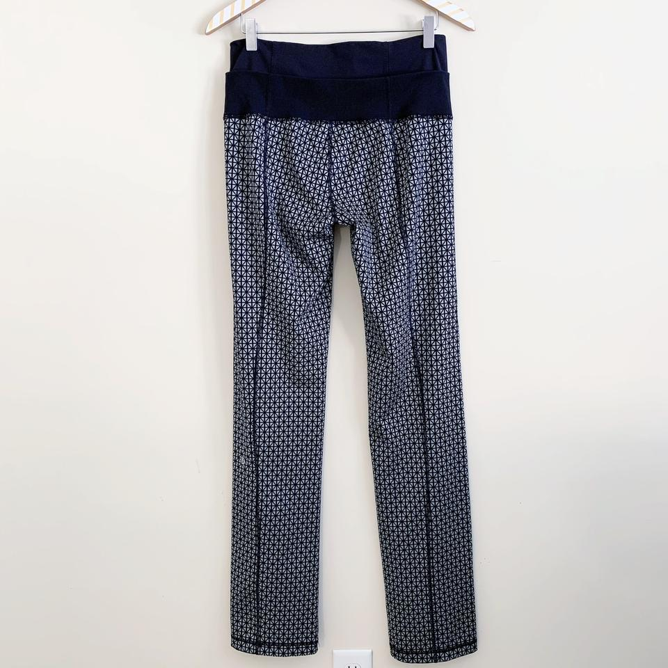 0369e55cc6ad7d Lululemon Straight Up Tri Geo Pattern in Silver Spoon Image 9. 12345678910