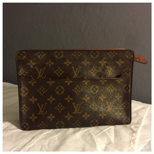 a65a0e99a9c27 Louis Vuitton Clutches - Up to 90% off at Tradesy (Page 11)