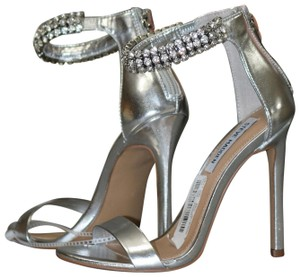 e02e38178c5 Silver Steve Madden Sandals - Up to 90% off at Tradesy