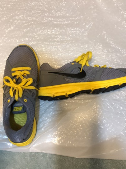 Nike Gray with yellow and black trimming Athletic Image 4