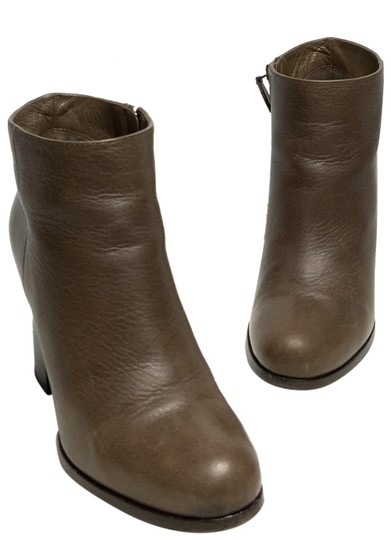 Preload https://img-static.tradesy.com/item/24781657/prada-brown-leather-round-toe-ankle-bootsbooties-size-eu-365-approx-us-65-regular-m-b-0-1-540-540.jpg