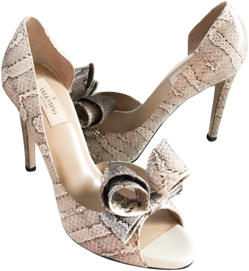 Preload https://img-static.tradesy.com/item/24782045/valentino-snakeskin-bow-accented-leather-pumps-size-us-9-regular-m-b-0-1-540-540.jpg