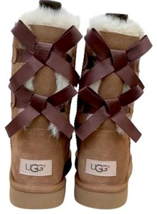 61f23ebb74d2 UGG Australia Chestnut Bailey Bow 1016225 Che Boots Booties Size US ...