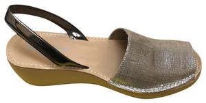 Kenneth Cole Reaction Gold Mules