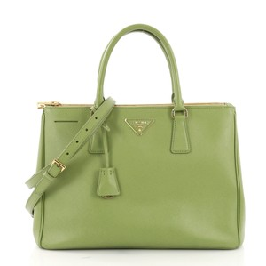 2c75ec1f72c1 Prada Green Bags - Up to 70% off at Tradesy (Page 3)