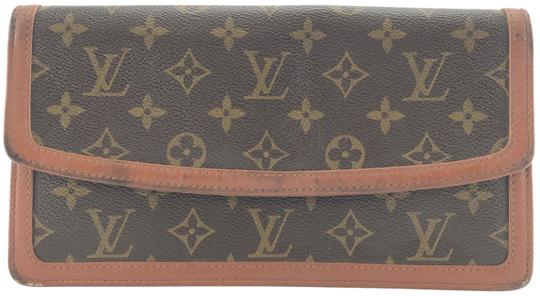 Preload https://img-static.tradesy.com/item/24785717/louis-vuitton-27136-dame-pm-cosmetic-evening-flap-monogram-coated-canvas-clutch-0-2-540-540.jpg