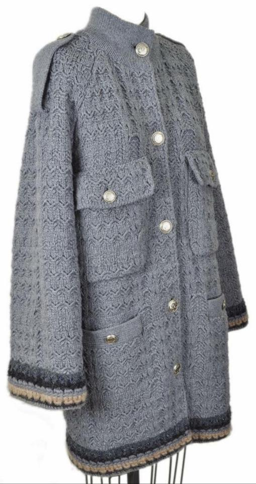 a99690e22 Chanel Grey Gray Classic Tweed Sweater Cozy Jacket 40 Coat Size 6 (S ...