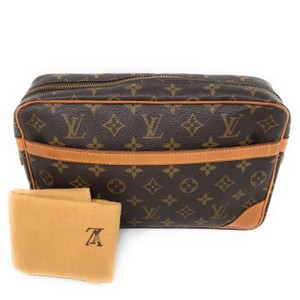 Louis Vuitton Monogram Canvas Clutches Handbags Purses Wristlet in Brown