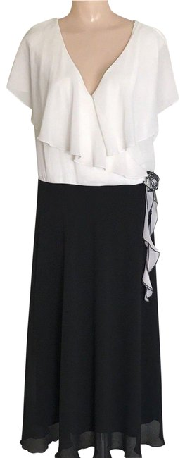 Item - Black & Ivory Wrap Bodice Sleeveless with A Corsage Long Cocktail Dress Size 22 (Plus 2x)