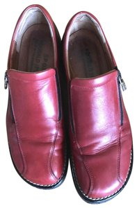 Donald J. Pliner Leather Lower Heels Red and black Flats