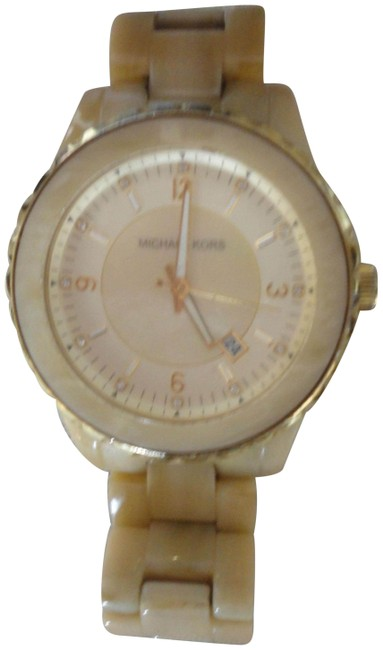 Item - Beige Gold Crystal & Mother Of Pearl Face Plastic Band Watch