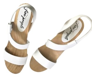 5097c9865a72 Free People Sandals - Up to 90% off at Tradesy