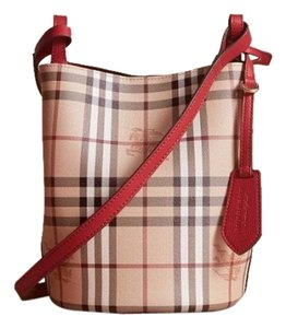 2b79d55ae5d6 Burberry Bucket Bags - Up to 70% off at Tradesy
