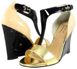 Badgley Mischka T-strap Sandals Patent Leather Natural/Black Wedges