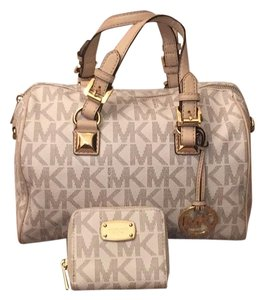 aa483b75759 Michael Kors Bags on Sale - Up to 70% off at Tradesy