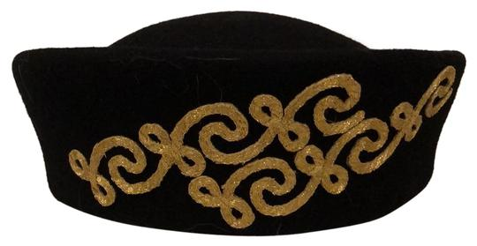 Preload https://img-static.tradesy.com/item/24804386/black-with-gold-scroll-design-on-a-pill-box-style-hat-0-1-540-540.jpg