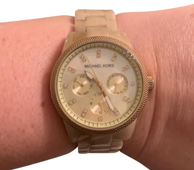 Item - Tan/Gold/Mother Of Pearl Watch