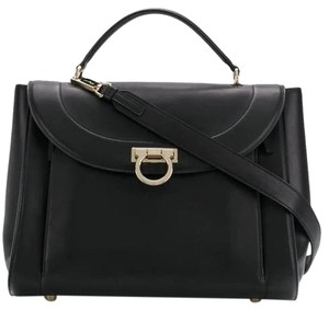 8b62be52bc9e Salvatore Ferragamo Handbags - Up to 70% off at Tradesy