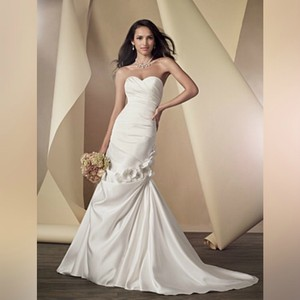 Alfred Angelo White Floral Accented Fit and Flare Designer Gown - Style 2444 Modern Wedding Dress Size 10 (M)