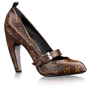 dbe0feea686 Louis Vuitton Pumps - Up to 90% off at Tradesy
