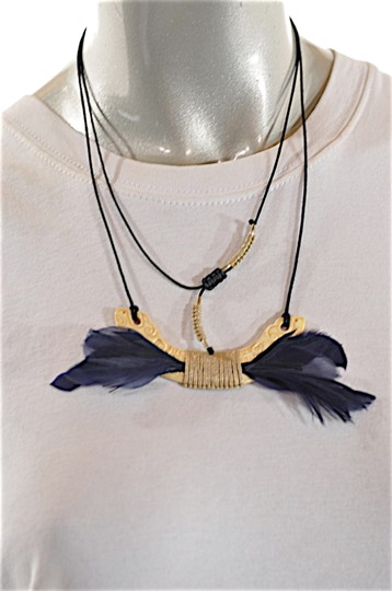 Preload https://img-static.tradesy.com/item/24811899/carved-bone-feather-pendent-necklace-hoop-earring-0-1-540-540.jpg