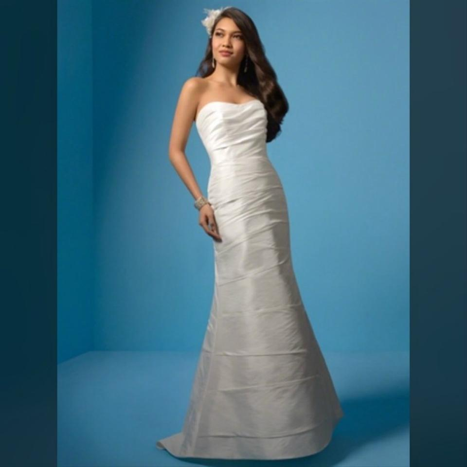 Alfred Angelo Style 205 Cinderella Size 10 Wedding Dress: Alfred Angelo Diamond White Simple Draping Signature