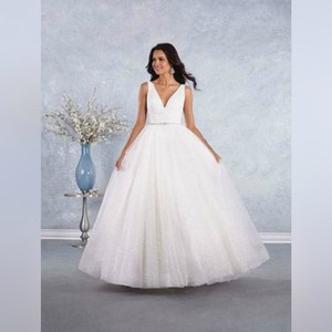 Alfred Angelo Ivory Classic with Plunging Neckline - 3003 Formal Wedding Dress Size 6 (S)