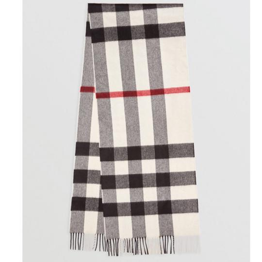 Burberry The Large Classic Cashmere Scarf in Check Image 6