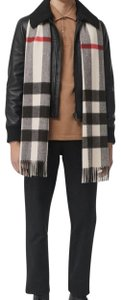 Burberry The Large Classic Cashmere Scarf in Mega Check