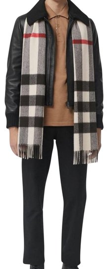 Preload https://img-static.tradesy.com/item/24813065/burberry-stone-check-the-large-classic-cashmere-in-mega-scarfwrap-0-2-540-540.jpg