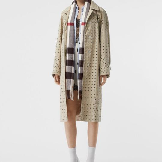 Burberry The Large Classic Cashmere Scarf in Check Image 9