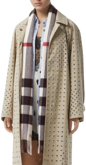 Burberry The Large Classic Cashmere Scarf in Check Image 0