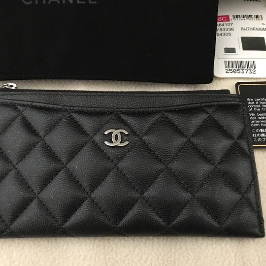 Chanel Chanel black caviar Pouch wallet Image 2