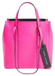 Marc Jacobs Tote in bright pink